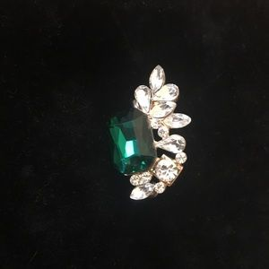 Jewelry - Green sparkly ear cuff